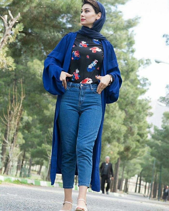 8a4bbaf5a16c6b91db58ada7a572aa9b - ست کردن شلوار مام استایل با کفش و لباس به چه صورت است؟